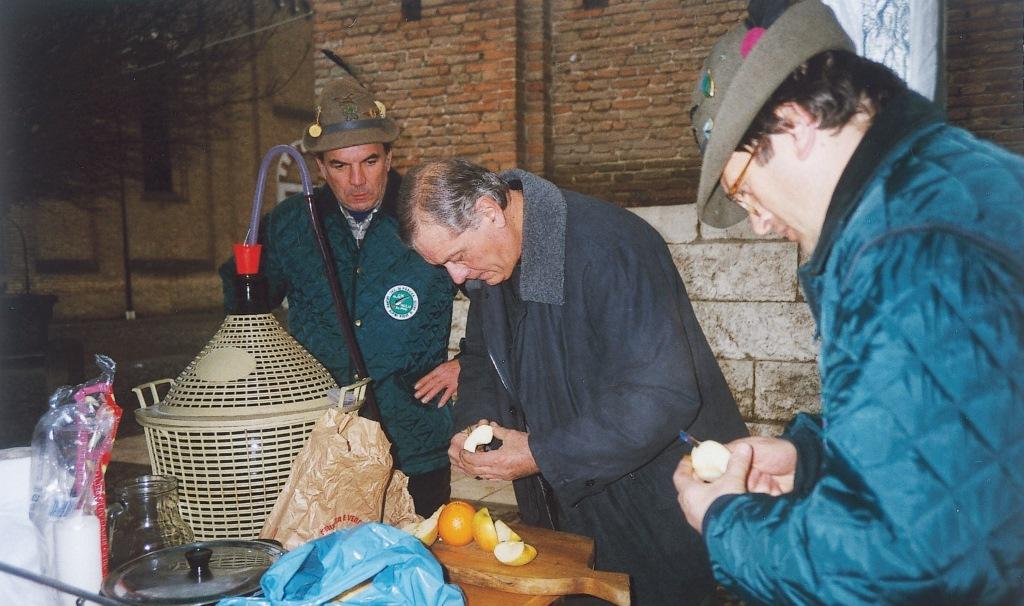 Anapiove - Preparazione del Vin Brulè in piazza